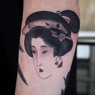 Today's favorite tattoo by Haku #Haku #favoritetattoos #favorite #besttattoos #tattooideas #newtattoo #tattooinspiration #cooltattoos #tattoodoapp #blackandgrey #portrait #geisha #japanese #flower #floral #arm