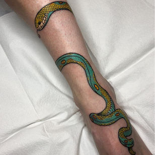 Foot tattoo by Sophie C'est Le Via #Sophiecestlavie #foottattoo #foottattoos #foot #feet #snake #reptile #color #illustrative #nature