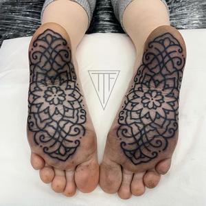 Foot tattoo by Elli Rose #ElliRose #foottattoo #foottattoos #foot #feet #blackwork #Linework #flower #floral #mandala #planumtattoo #ornamental #pattern