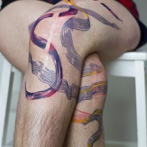 Abstract expressionism tattoo by Carlijn Burgundy #carlijnburgundy #coverupsagainstabuse #coveruptattoos #coverup #tattoocommunity #tattooartist #abstract #abstractexpressionism #watercolor #linework #leg