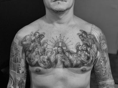 Chest tattoo by Josh Lin #JoshLin #tattooartist #tattoodo #tattoodoapp #awesometattoo #besttattoo #blackandgrey #lastsupper #realism #realistic #jesus #saints #christian #religious #chestpiece #chest