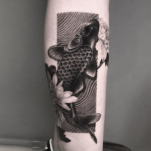 Koi tattoo by Chiu Kai #ChiuKai #tattooideas #tattooidea #tattooinspiration #tattoodesign #tattoodesignidea #tattooinspo #koi #blackandgrey #neojapanese #japanesetattoo #fish #lotus #flowers #floral #leg