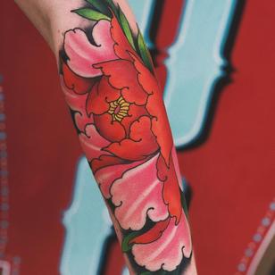 Tattoo by Jaylind Hamilton #JaylindHamilton #jaybaby #japanese #neotraditional #japanesetattoo #illustrative #qpocttt #peony #flower #floral #armtattoo #colortattoo