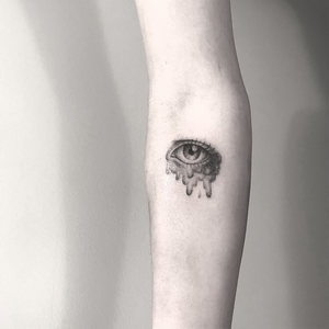 Handpoke tattoo by Sabrina Drescher #SabrinaDrescher #coverupsagainstabuse #coveruptattoos #coverup #tattoocommunity #tattooartist #handpoke #blackwork #dotwork #handpoketattoo #eye #tears #surreal