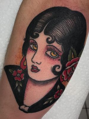 Lady head tattoo by Maria Arjona #MariaArjona #tattooartist #tattoodo #tattoodoapp #awesometattoo #besttattoo #ladyhead #traditional #portrait #rose #legtattoo