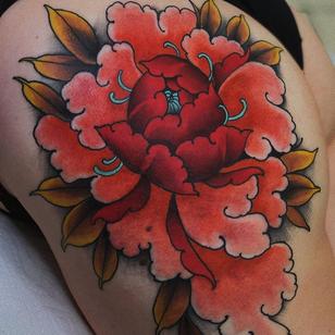 Tattoo by Jaylind Hamilton #JaylindHamilton #jaybaby #japanese #neotraditional #japanesetattoo #illustrative #qpocttt #peony #flower #floral #legtattoo #colortattoo