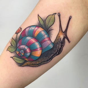Snail tattoo by Renelle Tattoo #RenelleTattoo #snailtattoo #snailtattoos #snail #nature #animal #flower #color