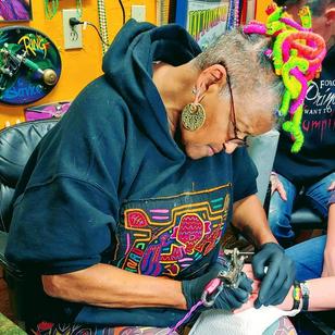 Jacci Gresham tattooing #JacciGresham #aartaccenttattoosandpiercing