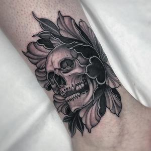 Skull tattoo by Jean LeRoux #JeanLeRoux #tattooideas #tattooidea #tattooinspiration #tattoodesign #tattoodesignidea #tattooinspo #skull #peony #flower #floral #artnouveau #neotraditional #japanese