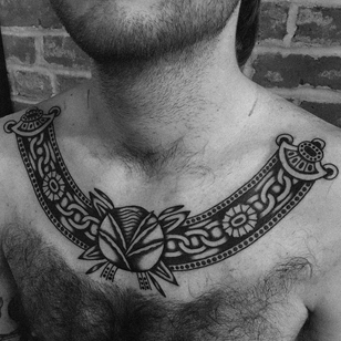 Traditional tattoo by Enrico Grosso aka Henry Big #EnricoGrosso #HenryBig #traditional #americantraditional #trad #traditionaltattoo #blackwork #chest #chain #flower #floral #pattern #rose