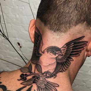 Neck tattoo by Jen Tonic #JenTonic #LondonTattooConvention #LondonTattooConvention2019 #London #tattooconvention #illustrative #neotraditional #bird #feathers #wings #berry #plant #nature #neck