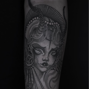 Illustrative tattoo by Pinyeyu #Pinyeyu #tattooartist #tattoodo #tattoodoapp #awesometattoo #besttattoo #arm #illustrative #neotraditional #portrait #lady #ornamental #alien #creature #dotwork