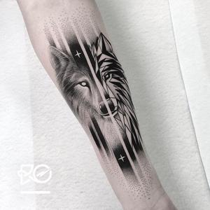 Wolf tattoo by Robert Pavez #RobertPavez #wolftattoo #wolftattoos #wolf #animal #nature #wolves #illustrative #cubist #geometric #stars #linework #dotwork #illustrativewolftattoo #arm