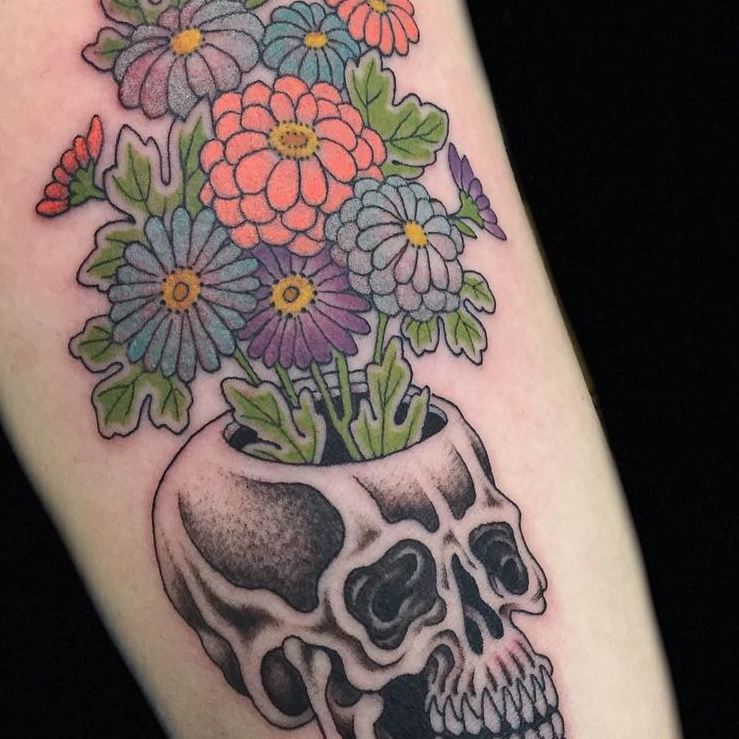 Skull and flowers tattooby Hanna Sandstrom #HannaSandstrom #DarkAgeSeattle #Seattle #skull #flowers #floral #color #illustrative #japanese #mashup