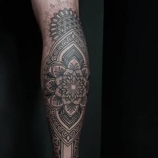 Mandala tattoo by Ash Boss #AshBoss #tattooartist #tattoodo #tattoodoapp #awesometattoo #besttattoo #linework #ornamental #neotribal #pattern #mandala #dotwork #legtattoo