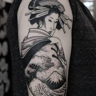 Great Wave Geisha tattoo by Jan Willem #JanWillem #finearttattoos #arthistory