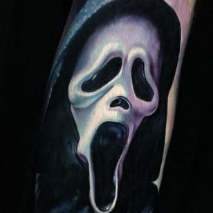 Scream tattoo by Paul Acker #PaulAcker #Halloweentattoos #halloweentattoo #halloween #Samhain #AllHallowsEve #scream #screammask #realism #realistic #movietattoo