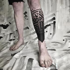 Lettering tattoo by Delia Vico #DeliaVico #besttimetogettattooed #gettattooed #winter #besttattoos #blackwork #lettering #gothic #script #caligraphy #leg