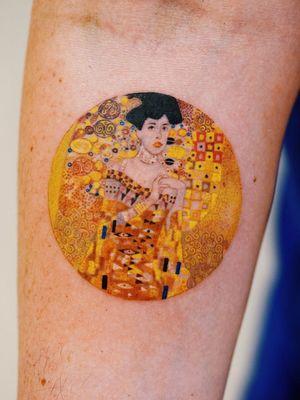 Klimt tattoo by Zihee #Zihee #finearttattoos #arthistory #GustavKlimt #Klimt #paintingtattoo #artnouveau #pattern #color #lady #portrait #gold #flowers