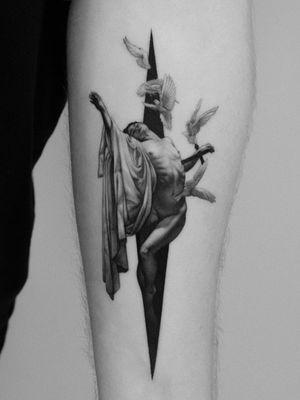 Roberto Ferri tattoo by Pawel Indulski #PawelIndulski #finearttattoos #arthistory #RobertoFerri #realism #blackandgrey #doves #birds #body