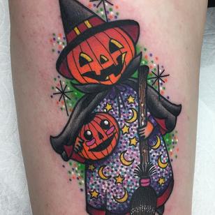 Pumpkin witch tattoo by Roberto Euan aka goldlagrimas #RobertoEuan #goldlagrimas #Halloweentattoos #halloweentattoo #halloween #Samhain #AllHallowsEve #pumpkin #witch #stars #moon #broom #jackolantern #cute #color #newschool