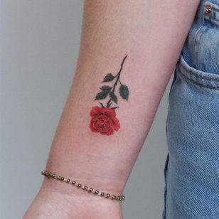Rose tattoos by Okid Tattoo #Okidtattoo #rosetattoo #rosetattoos #rosetattooidea #rose #roses #flower #floral #petals #plant #nature #bloom