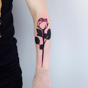 Rose tattoo by The Wolf Rosario #TheWolfRosario #rosetattoo #rosetattoos #rosetattooidea #rose #roses #flower #floral #petals #plant #nature #bloom