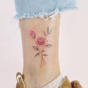 Rose tattoo by Eva Edelstein #EvaEdelstein #rosetattoo #rosetattoos #rosetattooidea #rose #roses #flower #floral #petals #plant #nature #bloom