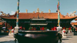 Chinese temple - photograph by Jonathan van Dyck #China #chinatattooshop #chinatattoo