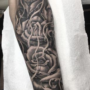 Rose tattoo by Chuey Quintanar #ChueyQuintanar #rosetattoo #rosetattoos #rosetattooidea #rose #roses #flower #floral #petals #plant #nature #bloom