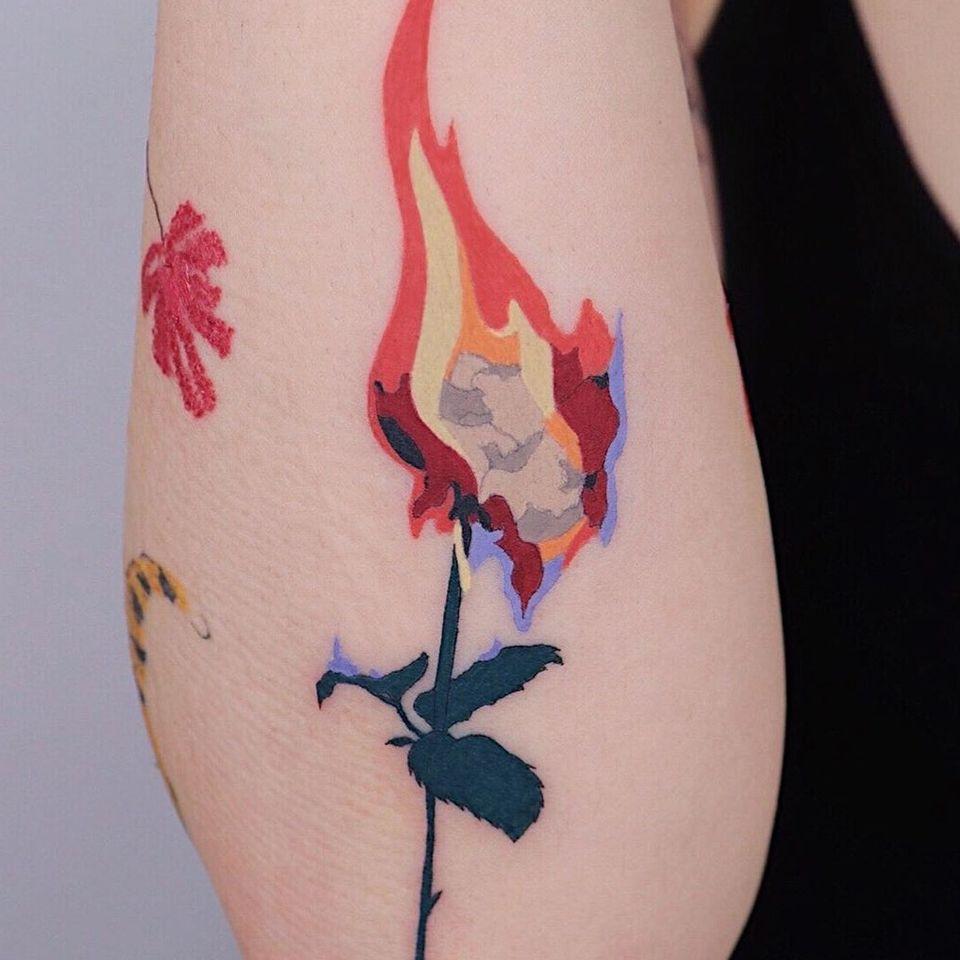 Rose tattoo by Log Tattoo #LogTattoo #rosetattoo #rosetattoos #rosetattooidea #rose #roses #flower #floral #petals #plant #nature #bloom
