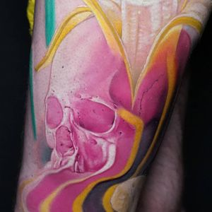 Surreal skull tattoo by Jaer Tattoo who will be guesting in Hong Kong early December #JaerTattoo #HongKong #China #chinatattooshop #chinatattoo #HongKongtattoo #HongKongtattooartist #color #skull #watercolor #painterly #surreal