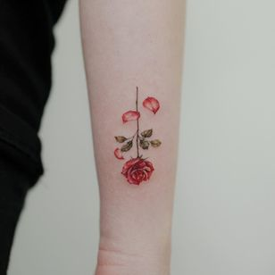 Rose tattoo by Donghwa #Donghwa #rosetattoo #rosetattoos #rosetattooidea #rose #roses #flower #floral #petals #plant #nature #bloom