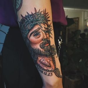 Jesus tattoo by laukwanyam - owner of Lazy Bones Tattoo #laukwanyam #LazyBonesTattoo #HongKong #China #chinatattooshop #chinatattoo #HongKongtattoo #HongKongtattooartist #Jesus #traditional #crownofthorns #tattooedtattoo #portrait