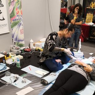 Ryugen tattooing at the 12th Florence Tattoo Convention #Ryugen #12thFlorenceTattooConvention #FlorenceTattooConvention #Florence