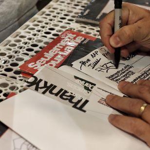 Fuzi signing a copy of Seulement pour la vie - SPLV - Fuzi and Lucas Grassmay tattoo magazine #Fuzi #lucasgrassmay #tattoomagazine #seulementpourlavie #splv #ivanlepays