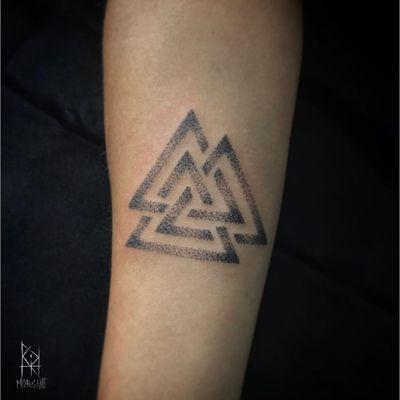 Valknut tattoo by Morgane Uchronia #MorganeUchronia #Valknut #Valknuttattoo #vikingtattoo #viking #norse #norsemythology #norsesymbols #symbols