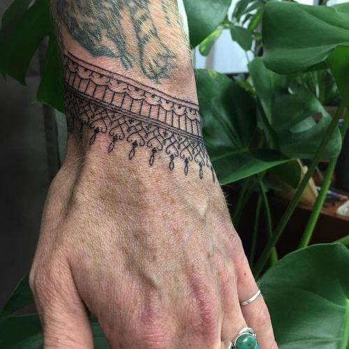 Hand poke tattoo by zozita.slowpoke #zozitaslowpoke #handpoke #handpoketattoo #stickandpoke #stickandpoketattoo