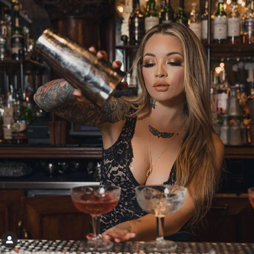 Bartender and beauty expert Raciney pouring out a New Years cocktail #Raciney