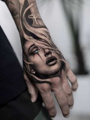 Hand tattoo by Daniel Silva #DanielSilva #realism #blackandgrey #handtattoo #portrait #lady #lips #eye