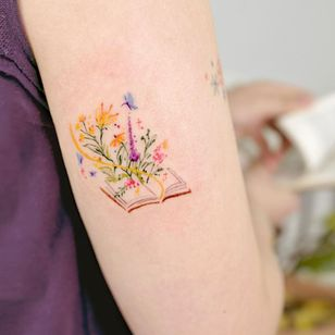 Illustrative watercolor tattoo by Ovenlee #Ovenlee #OvenleeTattoo #StudioBySol #watercolor #illustrative #colorpencil #sketch #cute #book #literature #flowers #floral #reading