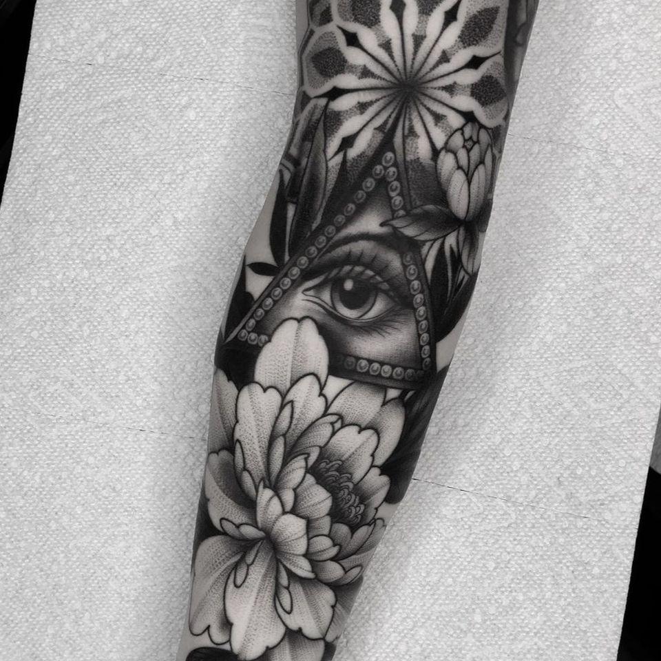 All seeing eye tattoo by Devx Ruiz #DevxRuiz #allseeingeye #allseeingeyetattoo #eye #eyetattoo #eyeball
