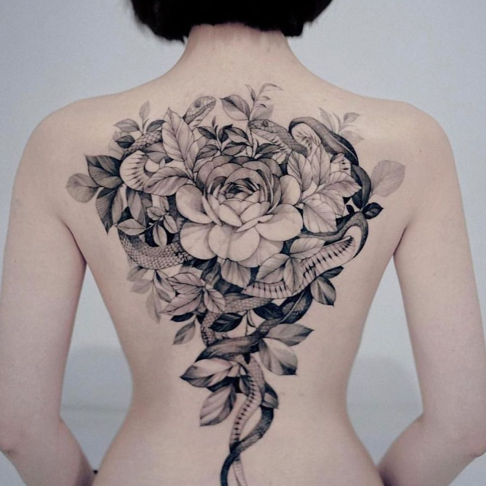 Snake and flower tattoo by Zihwa #Zihwa #ZihwaTattooer #flower #fineline #illustrative #blackwork #snake #reptile #nature #floral #backtattoo #backpiece #rose