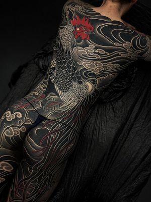 Bodysuit tattoo by Gakkin #Gakkin #bodysuit #bodysuittattoo #rooster #bird #feathers #Japanese #cloud