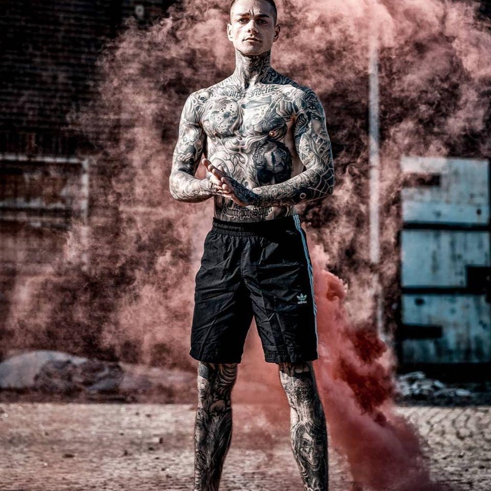 Sebastian Wog photographed by herzblick_fotografie #SebastianWog #herzblick_fotografie #tattoomodel #tattooedmodel