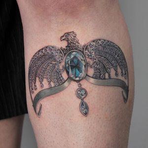Tattoo by Anya Tsyna #AnyaTsyna #illustrative #realism #color #surreal #strange #unique #gems #diamond #ornamental #jewelry #fineart #bird