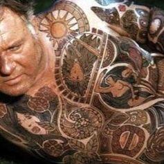 Carl's striking tattoos in The Illustrated Man #iconicfilmtattoos #vintagetattoos #bodysuit #handpainted #movietattoos #colourtattoos #theillustratedman #raybradbury #rodsteiger