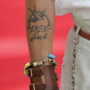 Johnny Depp's real version of the tattoo #filmtattoos #movietattoos #nauticaltattoos #JohnnyDepp #jacksparrow #swallow #piratesofthecaribbean #piratetattoo #traditionaltattoo