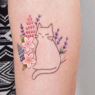 Cat tattoo by Jessica Channer #JessicaChanner #illustrative #catoutline #minimalcat #smallcat #flowers #floral #cattattoos #cattattoo #kittytattoo #kitty #cat #petportrait #animal #nature