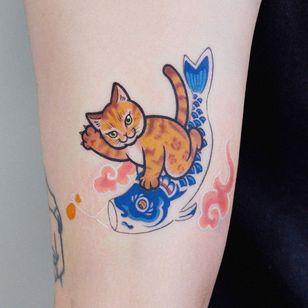 cat tattoo by loveyoon.too #loveyoontoo #japanesetattoo #japaneseinspired #koi #cattattoos #cattattoo #kittytattoo #kitty #cat #petportrait #animal #nature
